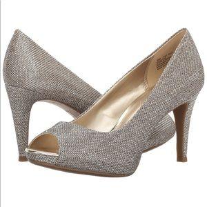 Bandolino peep toe gold silver dress pump Shoes